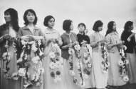 1965 Vietnamese girls welcoming US Marines to Da Nang. (1)