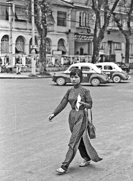 Ao Dai On Saigon Street in 1968