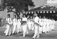 Nữ sinh Trường Đồng Khánh, Huế.