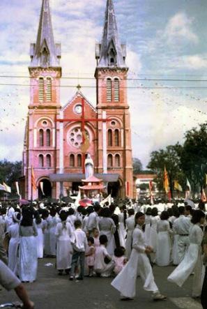 Thánh lễ nhà thờ Đức bà Sài gòn