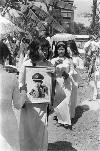 Women lament the death of their young Air Force lieutenants; Saigon Feb 1968