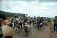 Người dân trốn chạy quân Bắc cộng